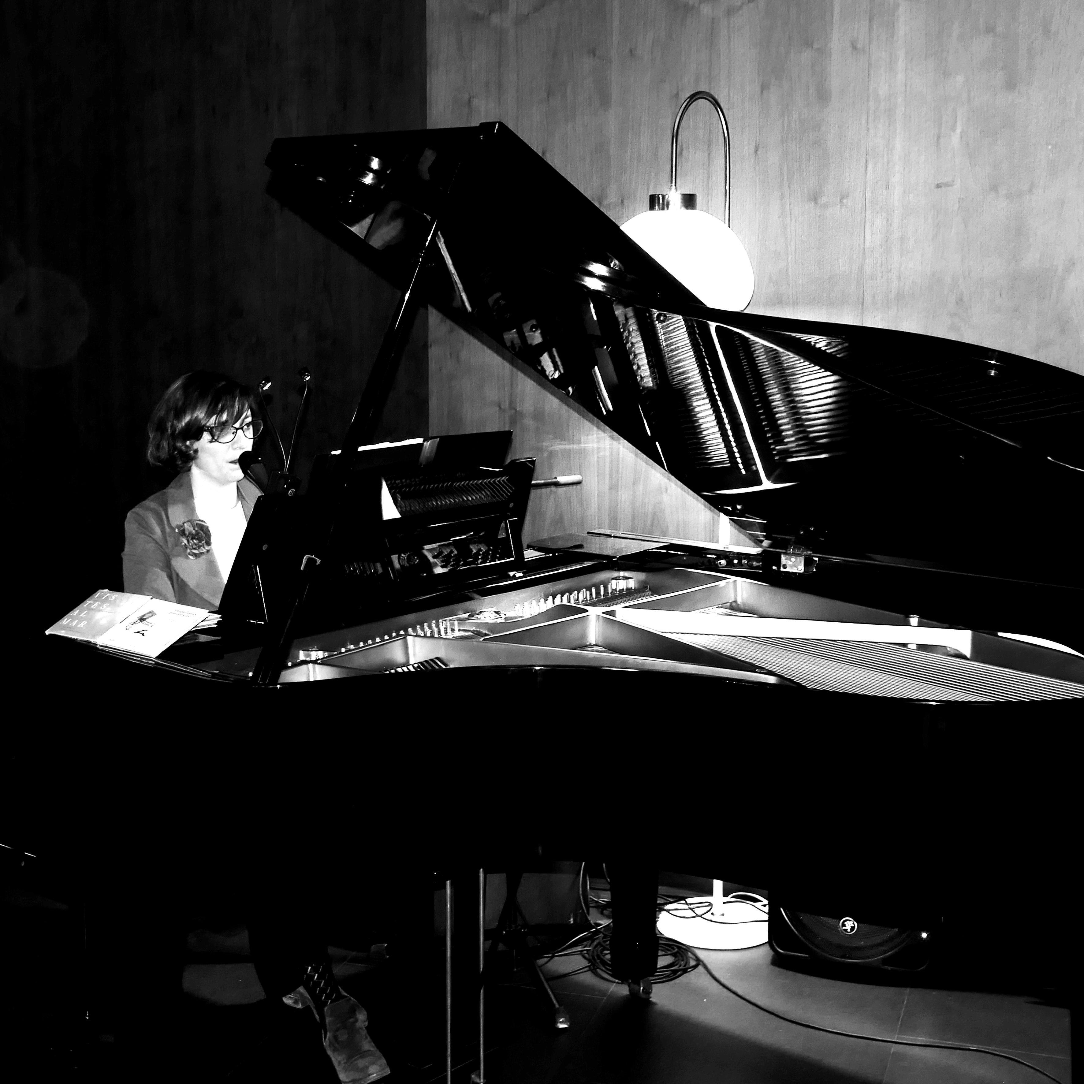 24 de agosto- Sabina Witt (piano y voz)- Hotel Glow- 21h.